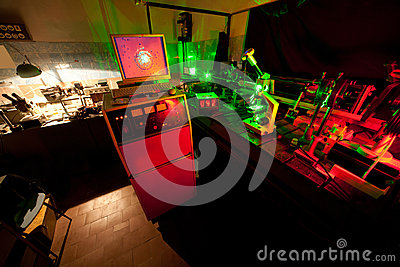 Movimento delle microparticelle dal laser in laboratorio scuro