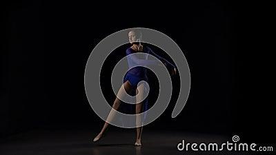 Movimento lento de elementos de dança da bailarina 'sexy' nova do bailado video estoque