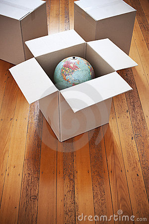 Free Moving Boxes Globe Royalty Free Stock Photo - 22851515