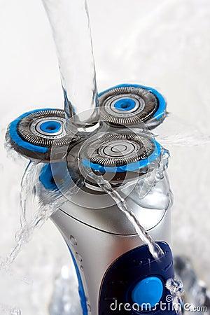 Máquina de afeitar rotatoria aclarada con agua