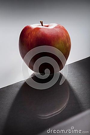 Mörkrött äpple