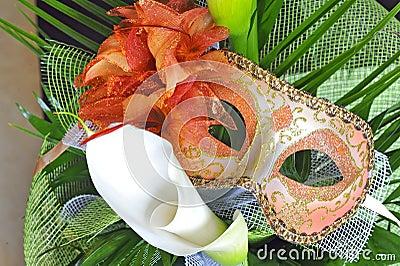 Máscara y flores venecianas