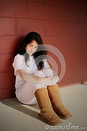 Muchacha adolescente deprimida triste