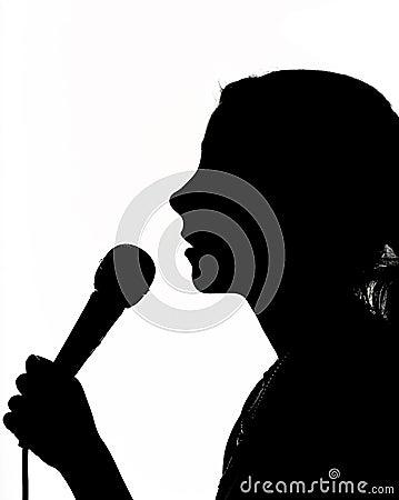 Muchacha con el micrófono
