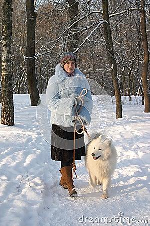 Muchacha con el perro