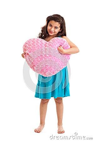 Muchacha con la almohadilla del corazón