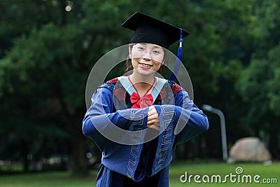 Muchacha de la graduación