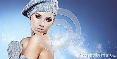 Muchacha del invierno de la belleza