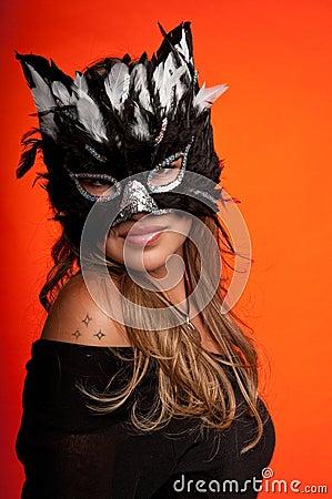 Muchacha en la máscara