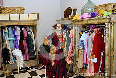 Muchacha en museo
