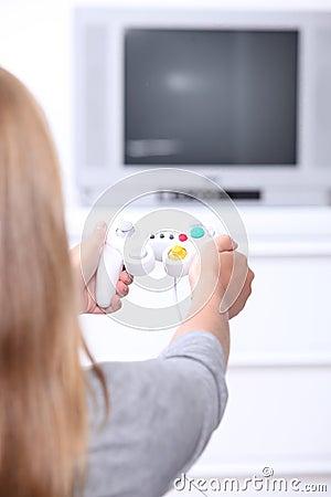 Muchacha que juega los juegos de ordenador
