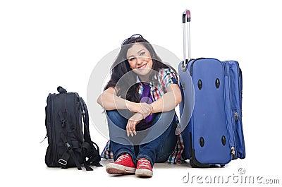 Muchacha que se prepara para viajar