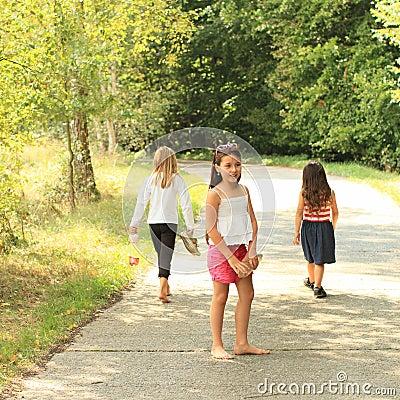 Muchachas que caminan