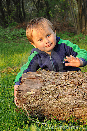 Muchacho con el tronco