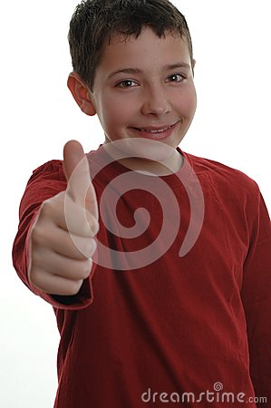 Muchacho joven con el pulgar encima de 1