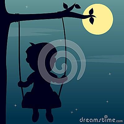 Muchacho que balancea en el claro de luna