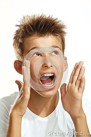 Muchacho que grita