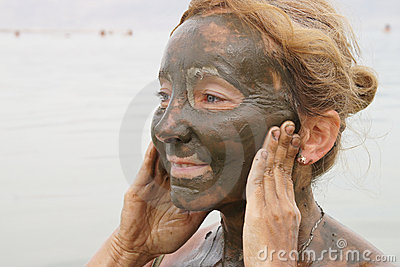 Mud treatment at the Dead Sea