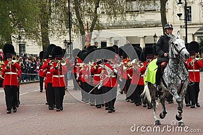 Mudança da cerimónia dos protetores. Foto de Stock Editorial