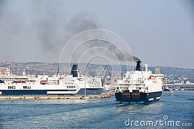 Muelle del barco de cruceros