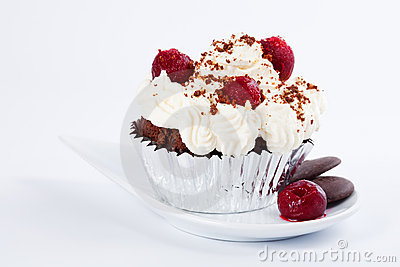 Muffin with whipped cream, cherries and crumbs