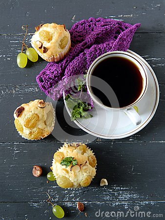 Muffins with grapes