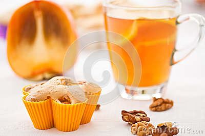 Muffins with slices of persimmon