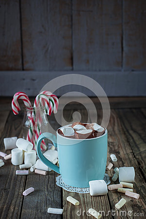 Free Mug Filled With Hot Chocolate And Marshmallow  And Candy Canes I Royalty Free Stock Photos - 44355578