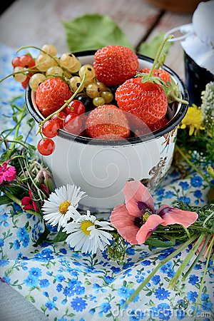 Mug with fresh berries