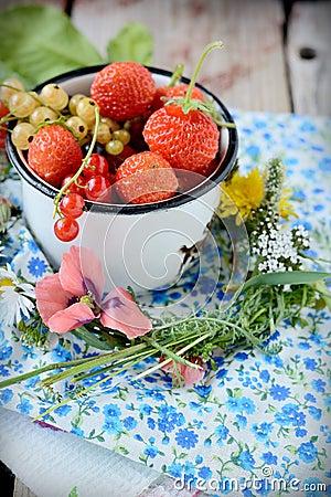 Mug with fresh berries