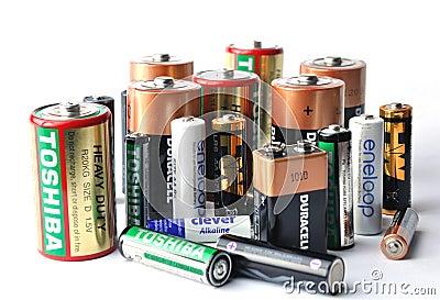 Muitas baterias dos tipos fotografia editorial imagem - Tipos de pilas recargables ...