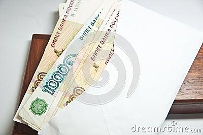 Muitas contas do rublo (a nota a mais grande do russo)