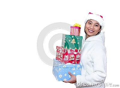 Mujer asiática con los regalos de la Navidad