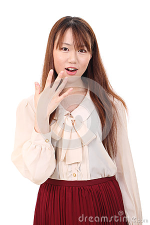 Mujer asiática joven sorprendente