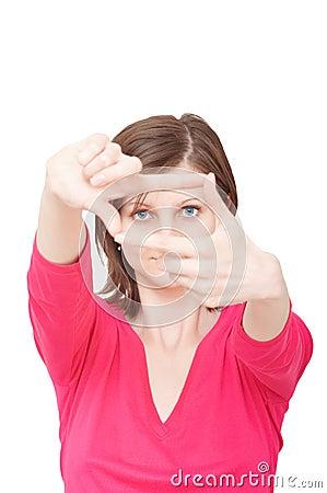 Mujer con las manos que enmarcan