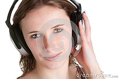 Mujer con los auriculares