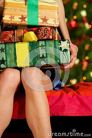 Mujer con los regalos