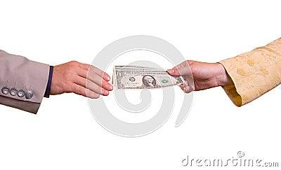 Mujer, dando el dinero al hombre