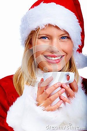 Mujer de la Navidad de Solated que goza del chocolate