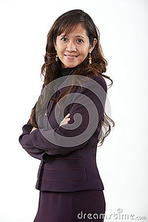 Mujer de negocios asiática de los años 40 atractivos