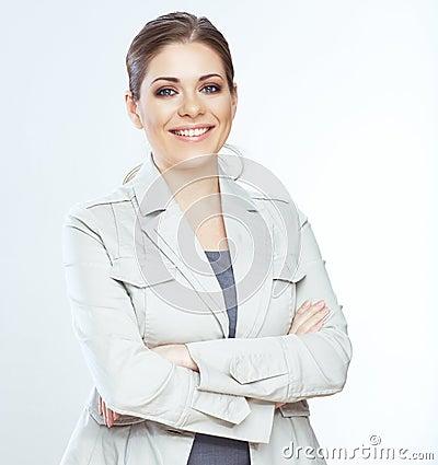 Mujer de negocios sonriente dentuda en fondo del whte.