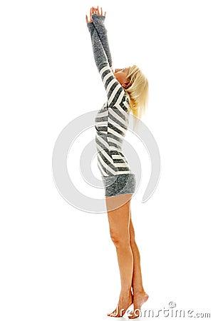 Mujer descalzo en vestido sexual