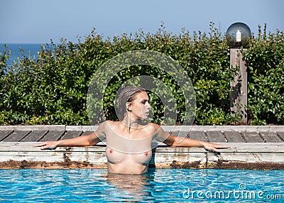 Mujer desnuda en pictuers