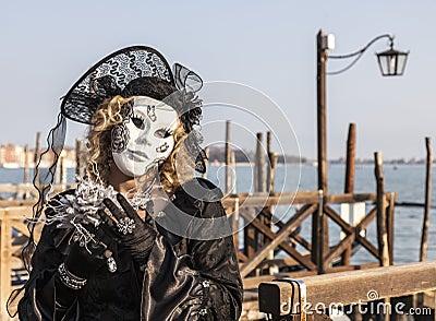 Mujer disfrazada Fotografía editorial