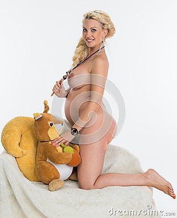 Mujer desnuda embarazada gorda