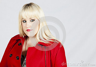 Mujer en capa roja