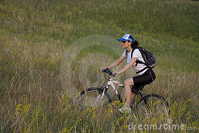 Mujer en la bicicleta