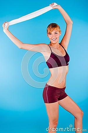Mujer entonada en ropa de deportes