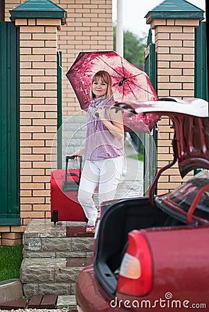 Mujer feliz con equipaje