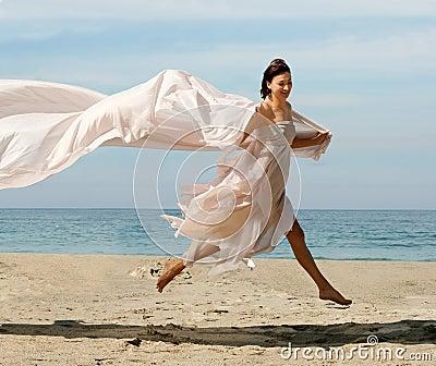 Fotos de archivo: Mujer feliz en la playa. Imagen: 536793